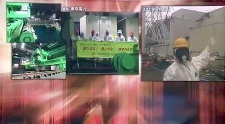 160424_フルフェイス状態の青山氏(右・2011年4月22日撮影).jpg